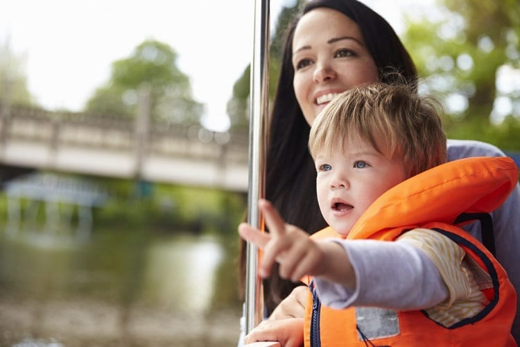BOATING WITH A BABY - AT WHAT AGE SHOULD YOU TAKE KIDS ON THE BOAT WITH YOU?