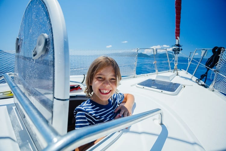 KEEPING THE KIDS DISTRACTED ON THE BOAT - WHAT TO DO IF YOUR KID IS AFRAID OF WATER?
